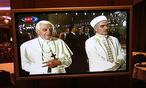 pope-muslinm_no ring