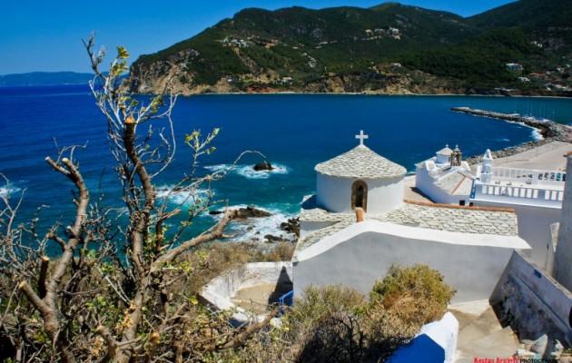"""Γάμος """"αλά ελληνικά"""" στο νησί του Μάμα Μία…"""
