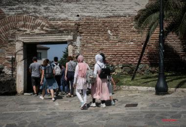 Ξενάγηση προσφύγων μαθητών του Σχολείου Ελληνικής Γλώσσας του δήμου Νεάπολης-Συκεών